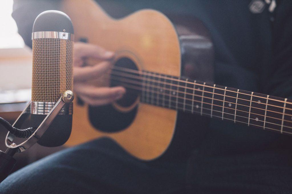 R84A-Acoustic-Guitar