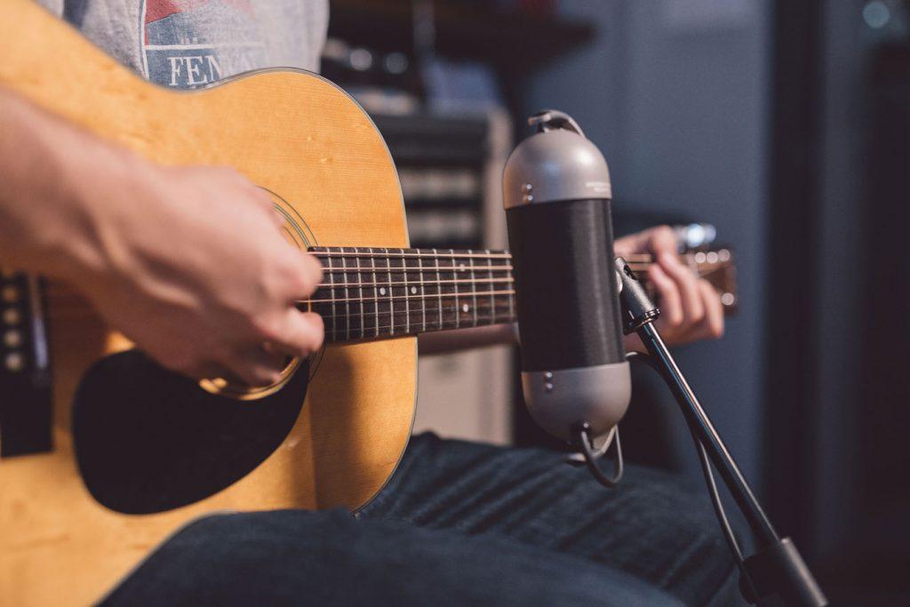 Hero-R92-Acoustic-Guitar