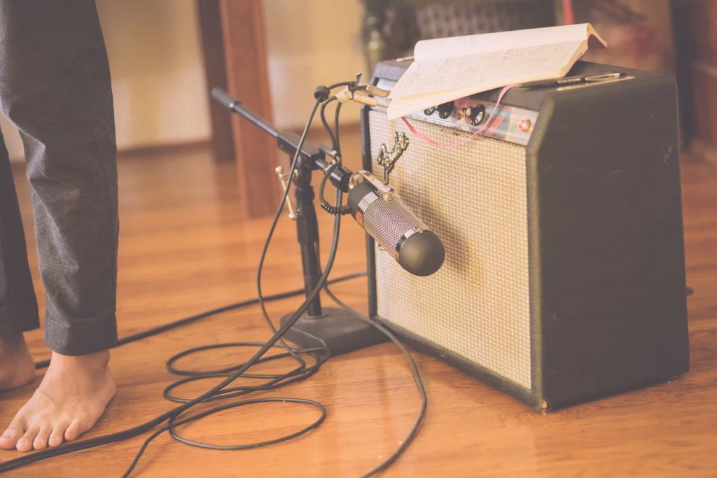 R84-Electric-Guitar-2